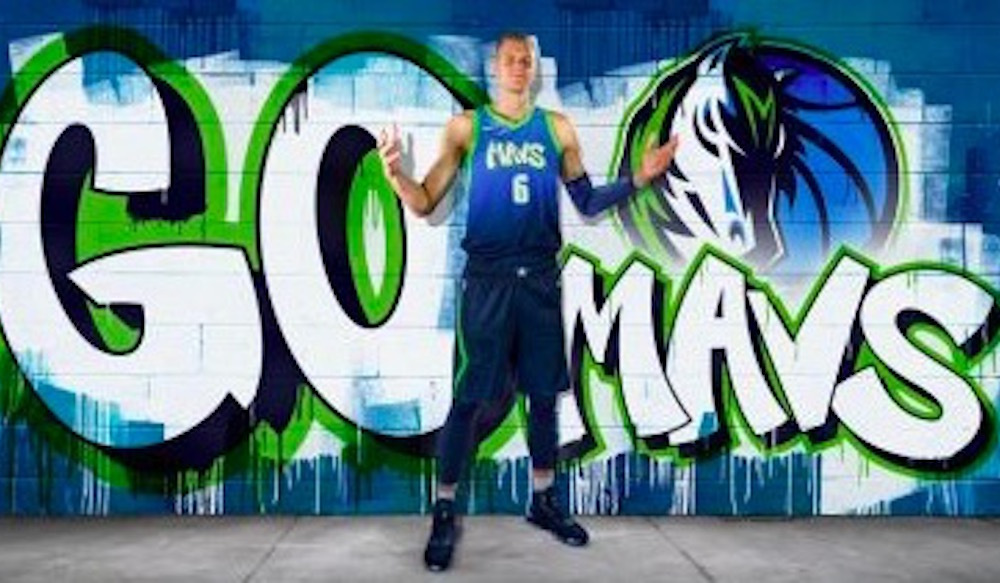 Arts festival celebrates launch of new Mavs jersey